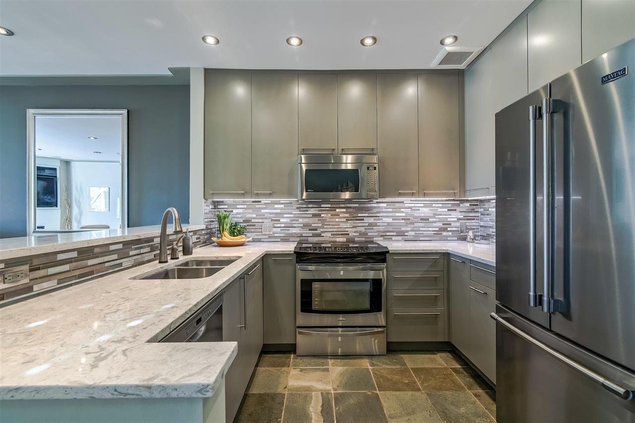 """Photo 3: Photos: 1980 E KENT AVENUE SOUTH Avenue in Vancouver: South Marine Townhouse for sale in """"HARBOUR HOUSE"""" (Vancouver East)  : MLS®# R2370301"""