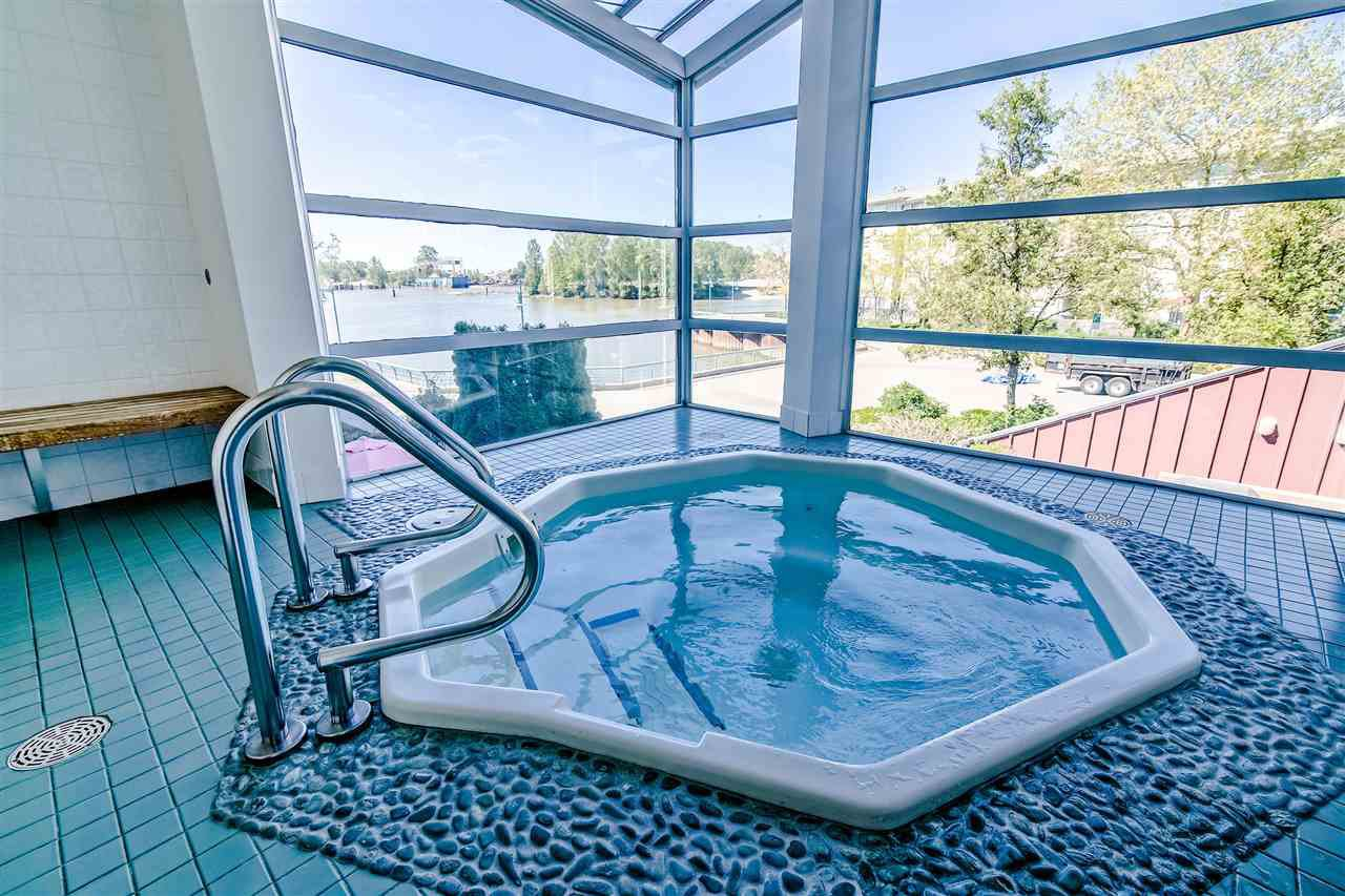 """Photo 17: Photos: 1980 E KENT AVENUE SOUTH Avenue in Vancouver: South Marine Townhouse for sale in """"HARBOUR HOUSE"""" (Vancouver East)  : MLS®# R2370301"""