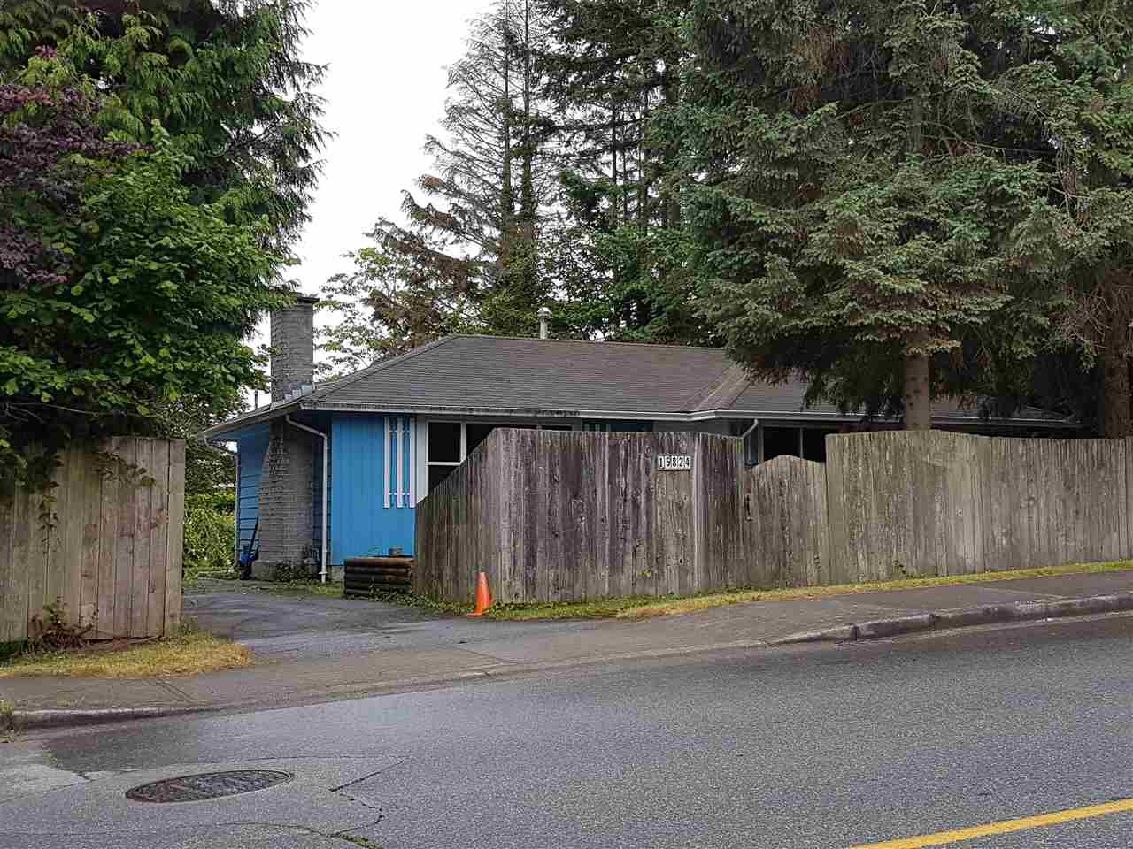 Main Photo: 15824 THRIFT Avenue: White Rock House for sale (South Surrey White Rock)  : MLS®# R2382443