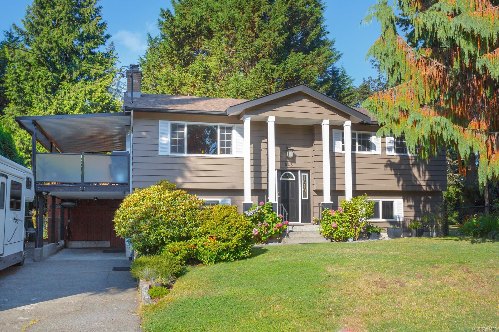 Main Photo: 523 Brough Pl in : Co Royal Roads Single Family Detached for sale (Colwood)  : MLS®# 851406
