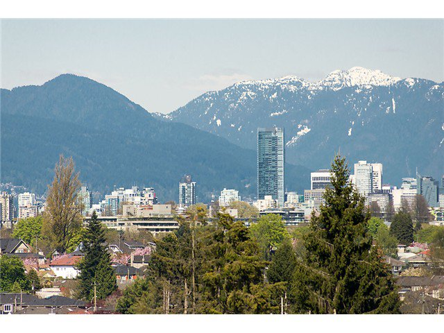 """Main Photo: 2911 W KING EDWARD Avenue in Vancouver: Arbutus House for sale in """"Arbutus Ridge"""" (Vancouver West)  : MLS®# V1103648"""