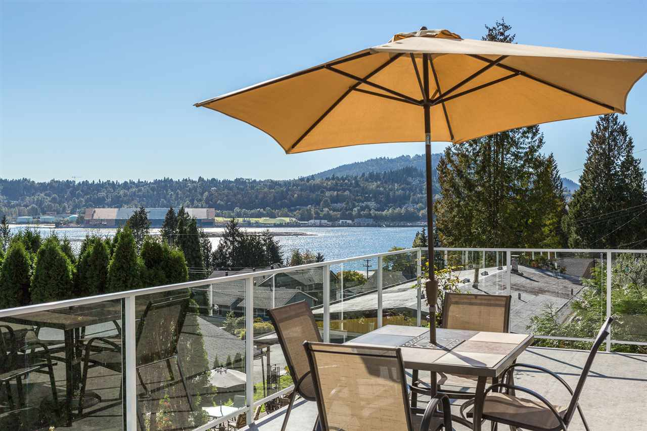 Main Photo: 640 FORESTHILL Place in Port Moody: North Shore Pt Moody House for sale : MLS®# R2114277