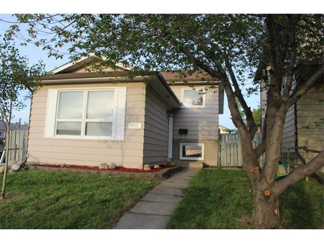 Main Photo: 144 WHITMIRE Road NE in Calgary: Whitehorn House for sale : MLS®# C4087829