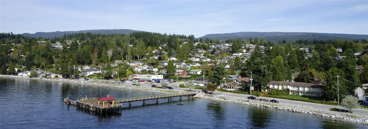 Davis Bay location with seawall, Pier, shops, cafes and restaurants.