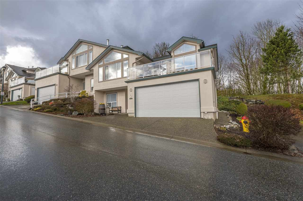 "Main Photo: 46 8590 SUNRISE Drive in Chilliwack: Chilliwack Mountain Townhouse for sale in ""Maple Hills"" : MLS®# R2238305"