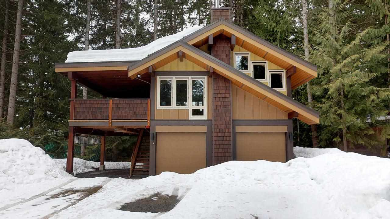 "Main Photo: 8224 ALPINE Way in Whistler: Alpine Meadows House for sale in ""Alpine Meadows"" : MLS®# R2251870"