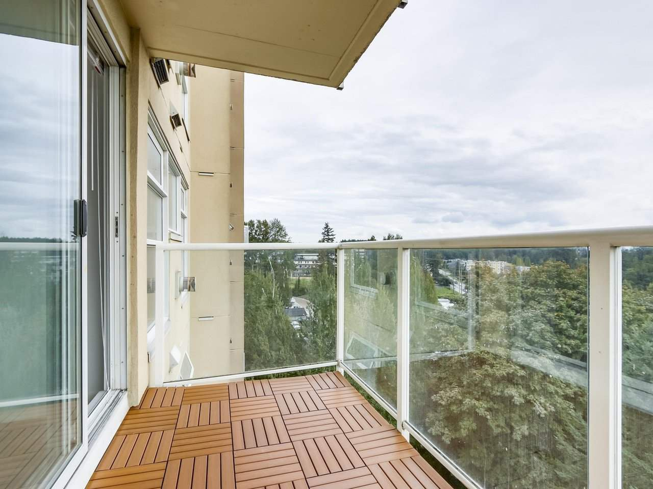 """Photo 11: Photos: 1005 9830 WHALLEY Boulevard in Surrey: Whalley Condo for sale in """"King George Park Tower"""" (North Surrey)  : MLS®# R2332057"""