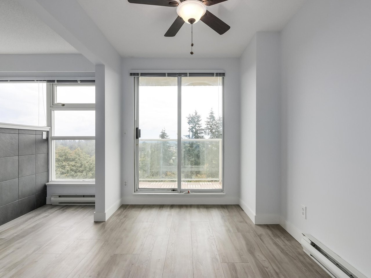 """Photo 7: Photos: 1005 9830 WHALLEY Boulevard in Surrey: Whalley Condo for sale in """"King George Park Tower"""" (North Surrey)  : MLS®# R2332057"""