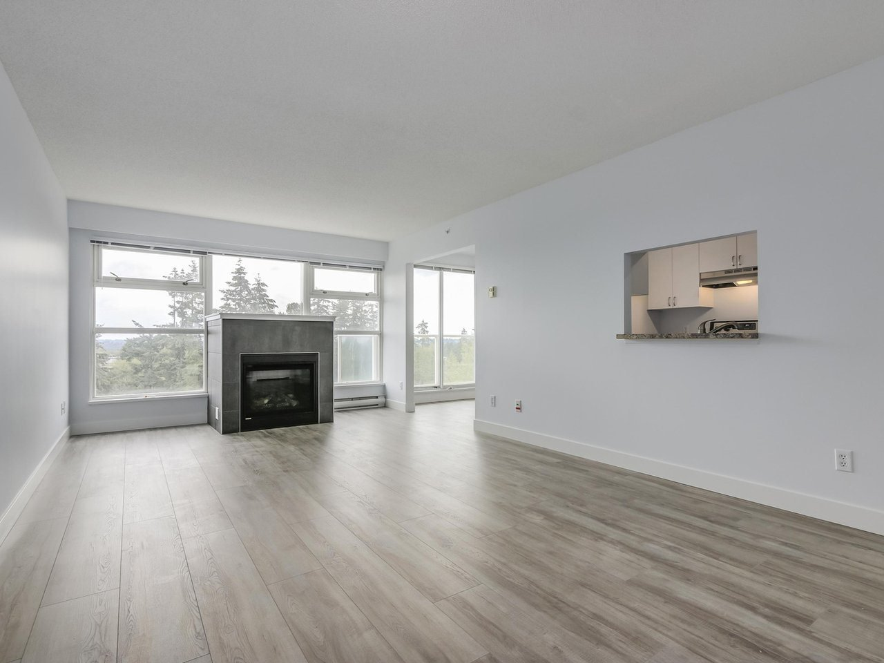 "Main Photo: 1005 9830 WHALLEY Boulevard in Surrey: Whalley Condo for sale in ""King George Park Tower"" (North Surrey)  : MLS®# R2332057"