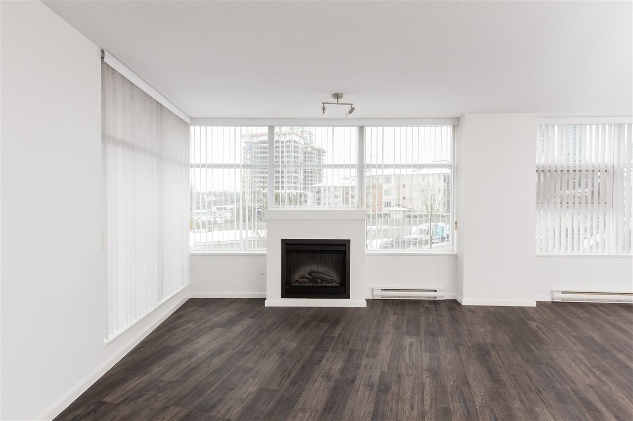 """Photo 4: Photos: 207 2289 YUKON Crescent in Burnaby: Brentwood Park Condo for sale in """"WATERCOLOURS"""" (Burnaby North)  : MLS®# R2352009"""
