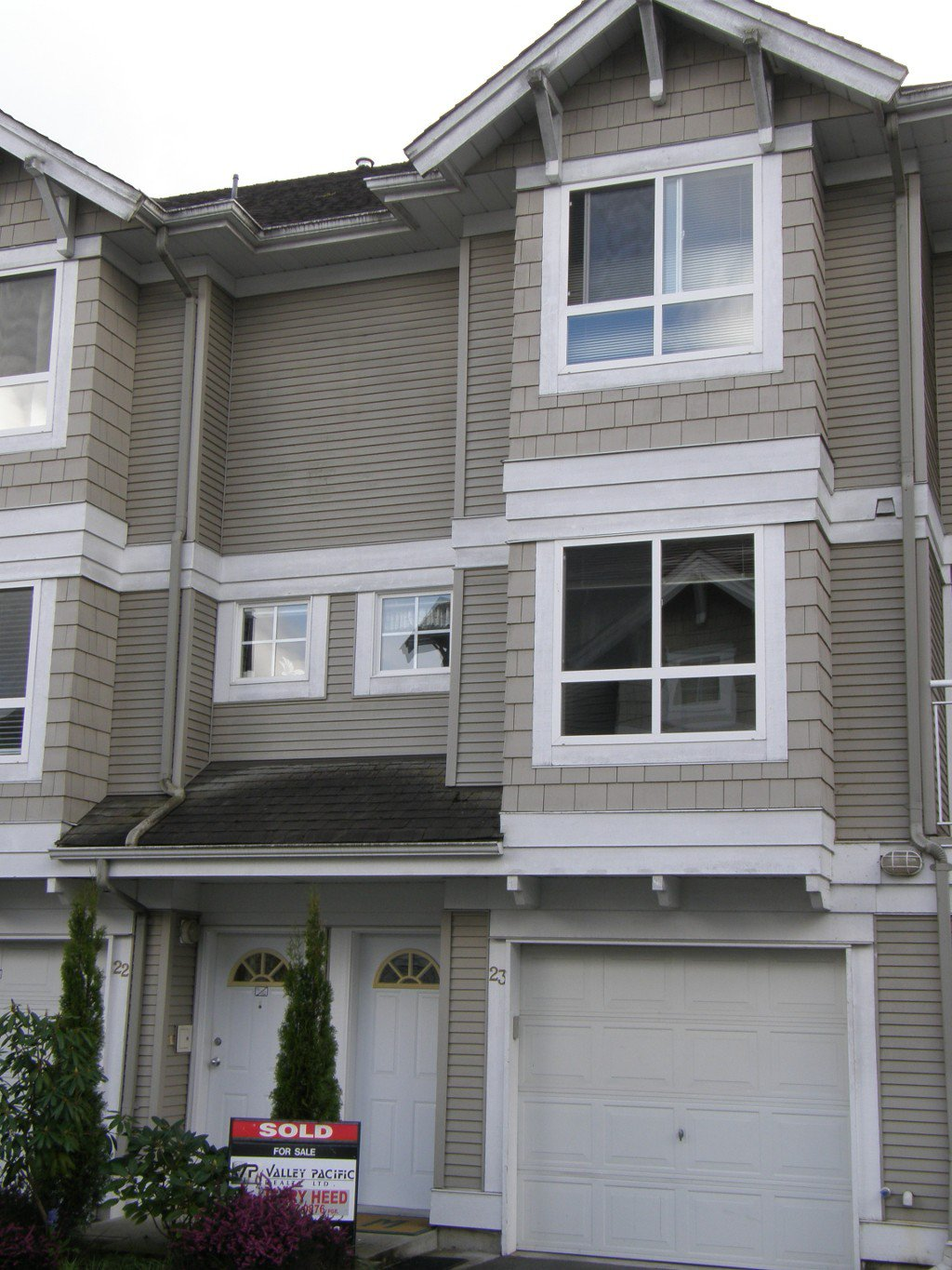Main Photo: 23 20890 57 Avenue in Langley: Townhouse  : MLS®# F1302005