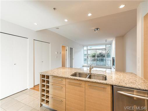 Main Photo: 203 66 Songhees Road in VICTORIA: VW Songhees Condo Apartment for sale (Victoria West)  : MLS®# 365045