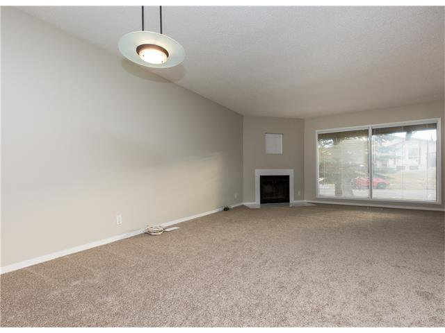 Photo 6: Photos:  in Calgary: House for sale : MLS®# C4088461