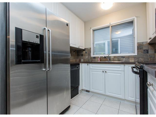 Photo 3: Photos:  in Calgary: House for sale : MLS®# C4088461