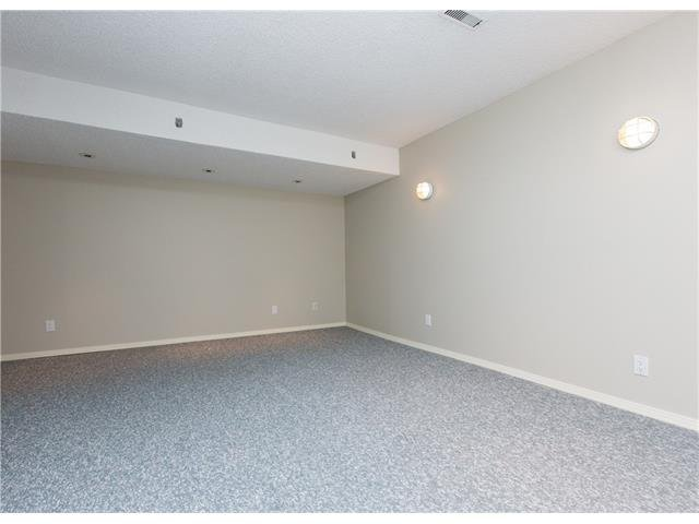 Photo 16: Photos:  in Calgary: House for sale : MLS®# C4088461