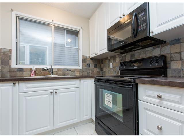 Photo 2: Photos:  in Calgary: House for sale : MLS®# C4088461