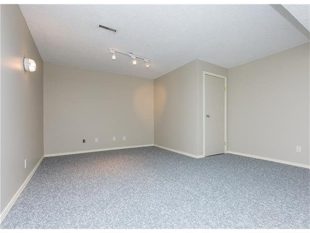 Photo 15: Photos:  in Calgary: House for sale : MLS®# C4088461