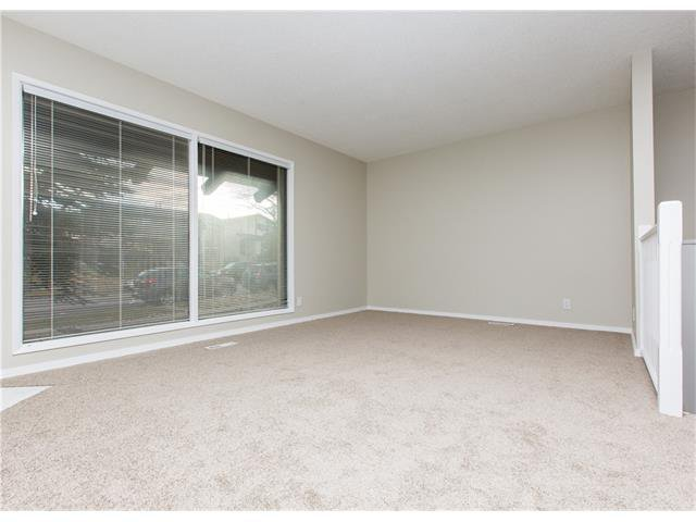 Photo 4: Photos:  in Calgary: House for sale : MLS®# C4088461