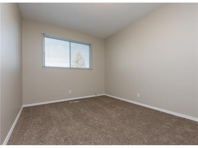 Photo 11: Photos:  in Calgary: House for sale : MLS®# C4088461
