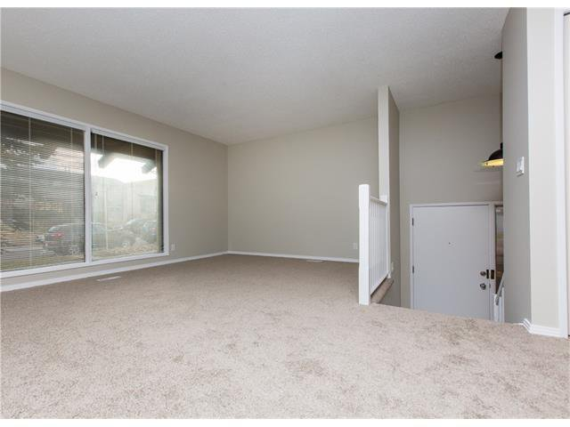 Photo 5: Photos:  in Calgary: House for sale : MLS®# C4088461
