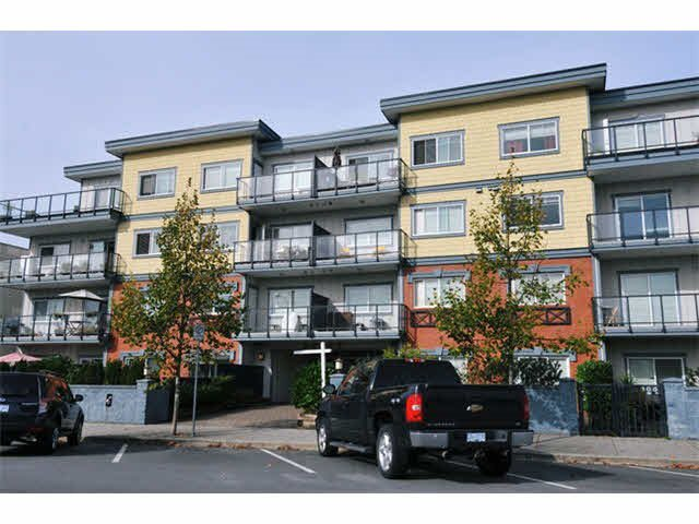 "Main Photo: 404 22363 SELKIRK Avenue in Maple Ridge: West Central Condo for sale in ""CENTRO"" : MLS®# R2185243"