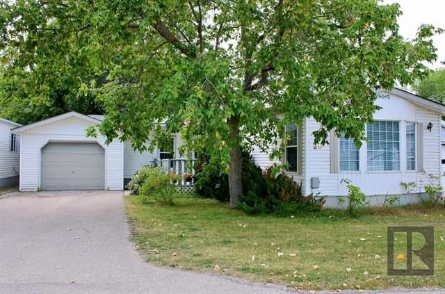 Main Photo: 20 ASPEN ESTATES Road in Steinbach: R16 Residential for sale : MLS®# 1822295
