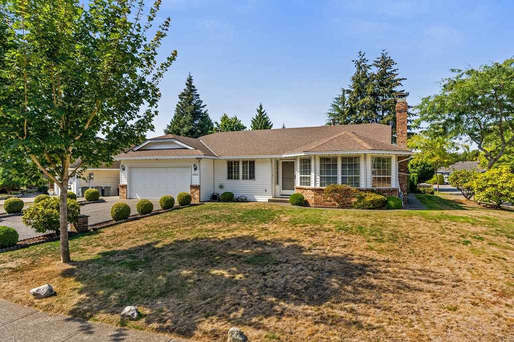"Main Photo: 13043 SUMMERHILL Crescent in Surrey: Crescent Bch Ocean Pk. House for sale in ""Summerhill Estates"" (South Surrey White Rock)  : MLS®# R2304176"