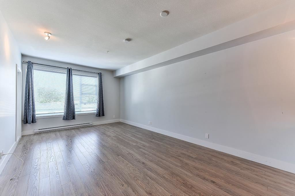 "Photo 10: Photos: 302 15956 86A Avenue in Surrey: Fleetwood Tynehead Condo for sale in ""Ascend"" : MLS®# R2328477"