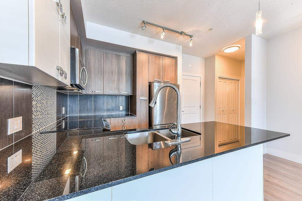 "Photo 13: Photos: 302 15956 86A Avenue in Surrey: Fleetwood Tynehead Condo for sale in ""Ascend"" : MLS®# R2328477"