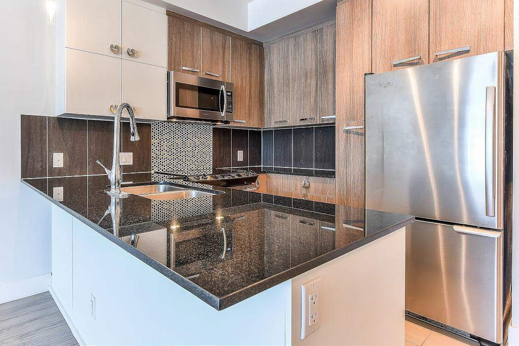 "Photo 5: Photos: 302 15956 86A Avenue in Surrey: Fleetwood Tynehead Condo for sale in ""Ascend"" : MLS®# R2328477"