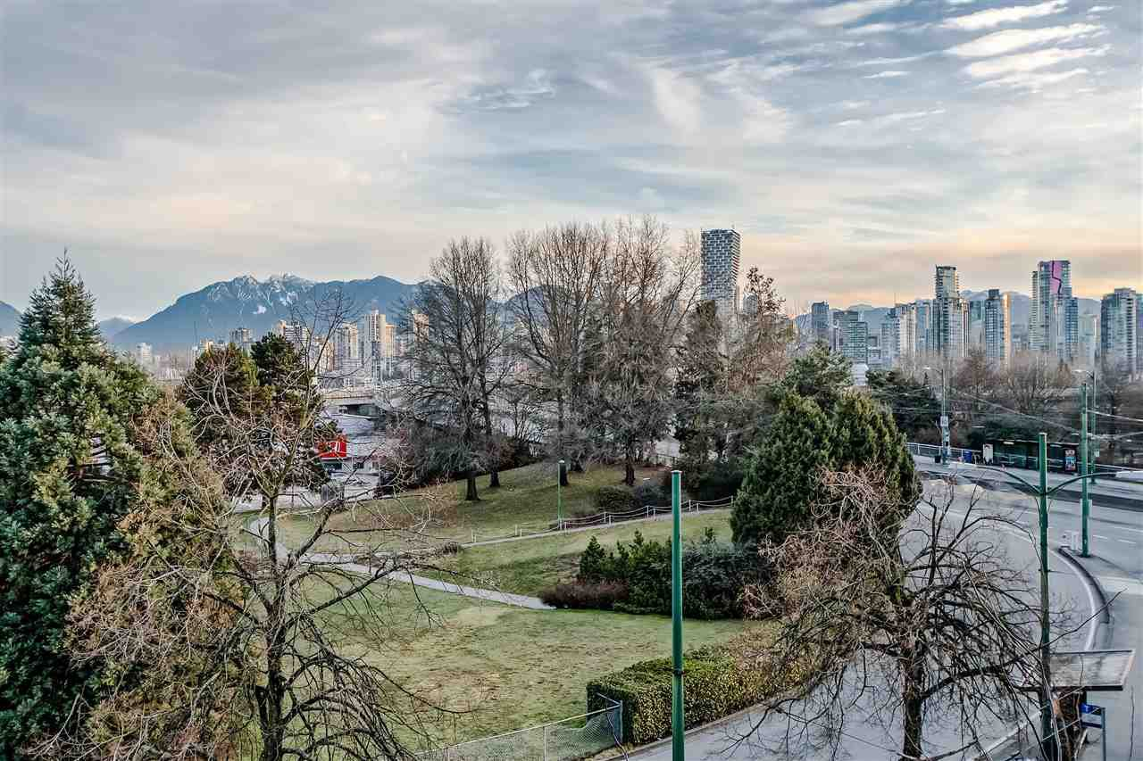 "Photo 12: Photos: 303 1529 W 6TH Avenue in Vancouver: False Creek Condo for sale in ""SOUTH GRANVILLE LOFTS"" (Vancouver West)  : MLS®# R2349958"
