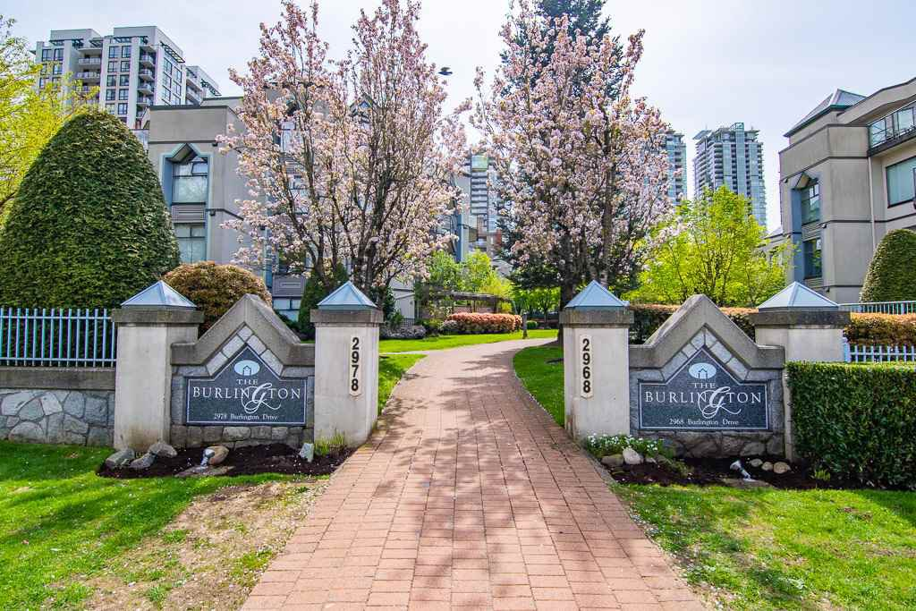 Main Photo: 403 2978 BURLINGTON Drive in Coquitlam: North Coquitlam Condo for sale : MLS®# R2362759