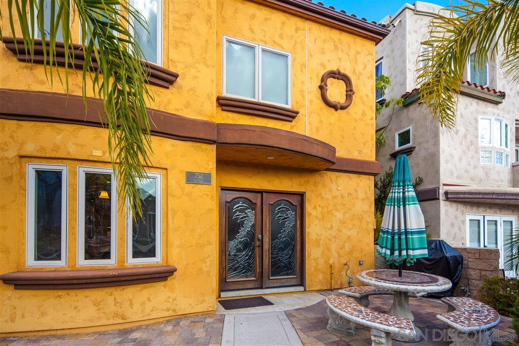 Main Photo: MISSION BEACH Condo for sale : 2 bedrooms : 752 Devon Ct in San Diego