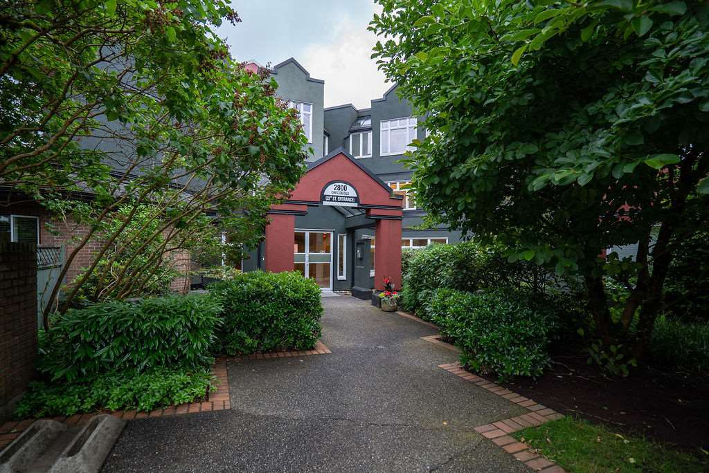 """Main Photo: 506 2800 CHESTERFIELD Avenue in North Vancouver: Upper Lonsdale Condo for sale in """"Somerset Garden"""" : MLS®# R2472780"""