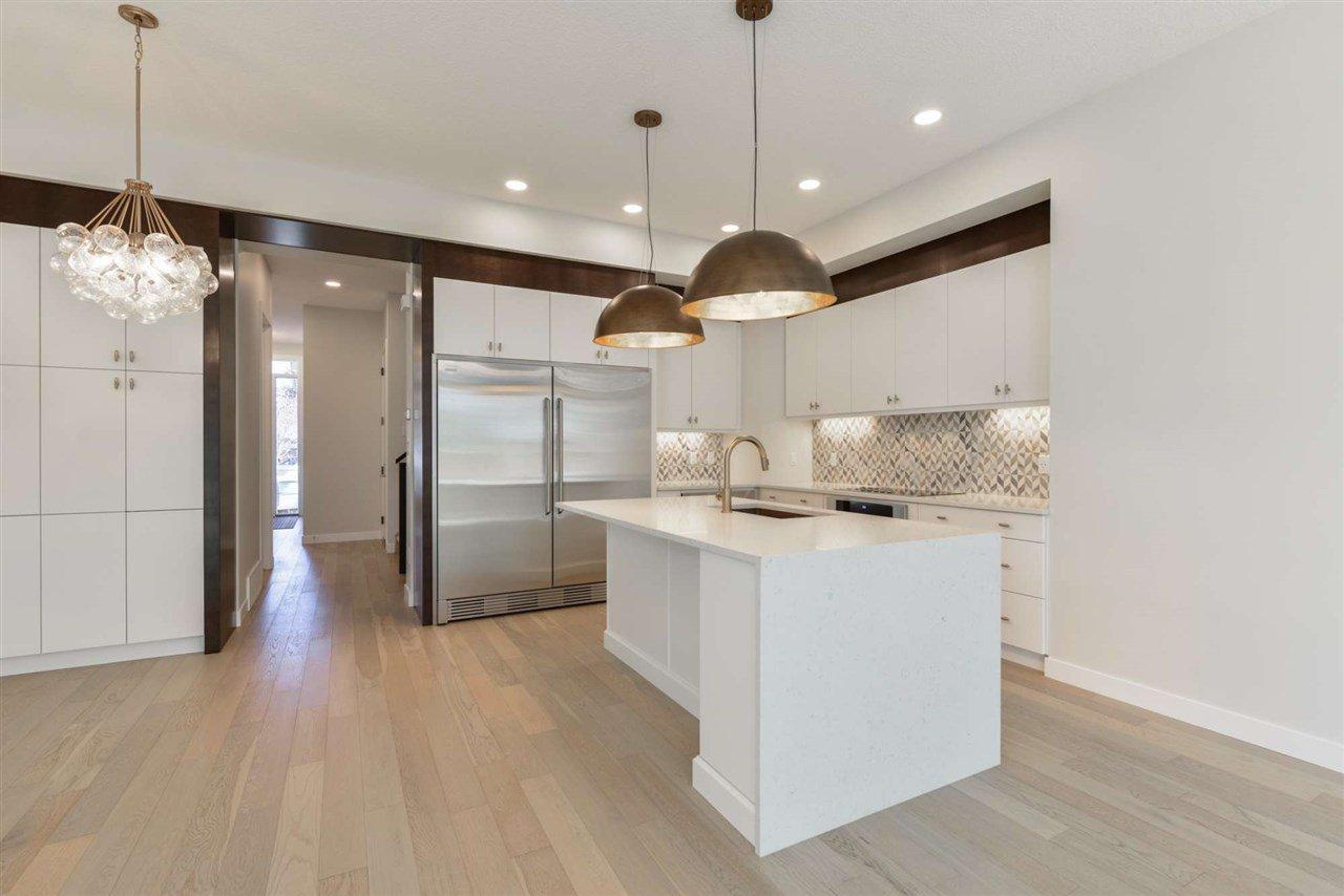 Main Photo: 10943 54 Avenue in Edmonton: Zone 15 House for sale : MLS®# E4214986