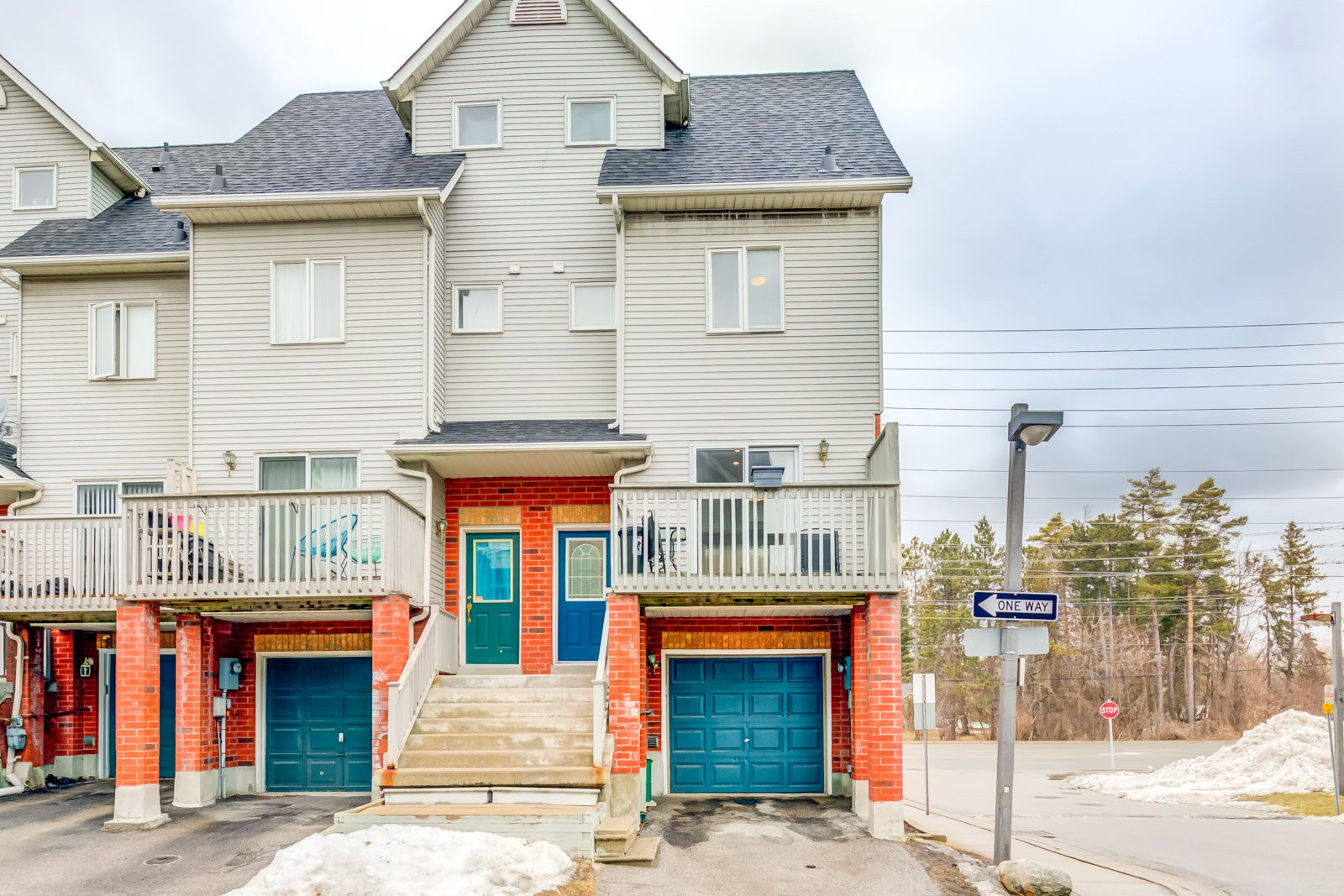 Main Photo: #52-1865 Kingston Road in Pickering: Freehold for sale : MLS®# E4704472