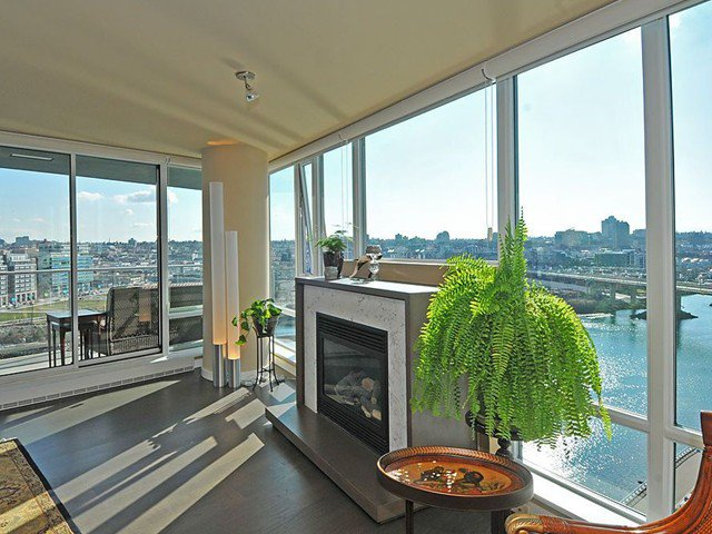 """Main Photo: 1702 8 SMITHE MEWS in Vancouver: False Creek North Condo for sale in """"FLAGSHIP"""" (Vancouver West)  : MLS®# V875022"""