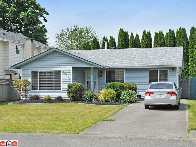 "Main Photo: 20995 92ND Avenue in Langley: Walnut Grove House for sale in ""Walnut Grove"" : MLS®# F1117738"