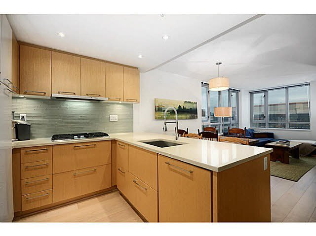 """Main Photo: 207 1680 W 4TH Avenue in Vancouver: False Creek Condo for sale in """"MANTRA"""" (Vancouver West)  : MLS®# V1051197"""