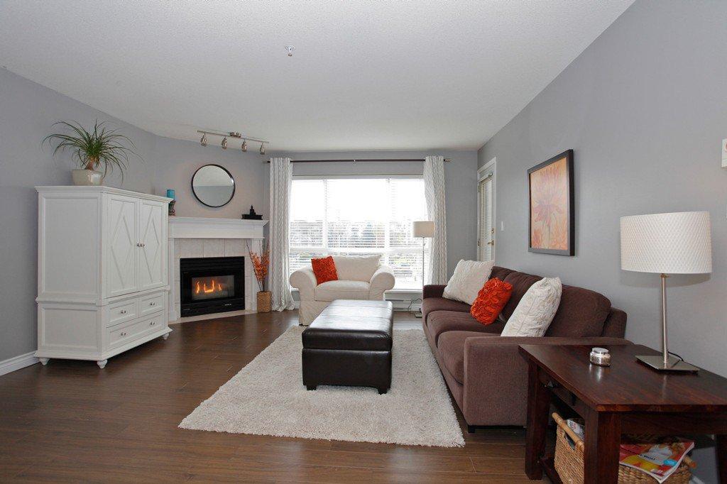 "Photo 5: Photos: 311 20200 54A Avenue in Langley: Langley City Condo for sale in ""MONTEREY GRANDE"" : MLS®# F1436676"