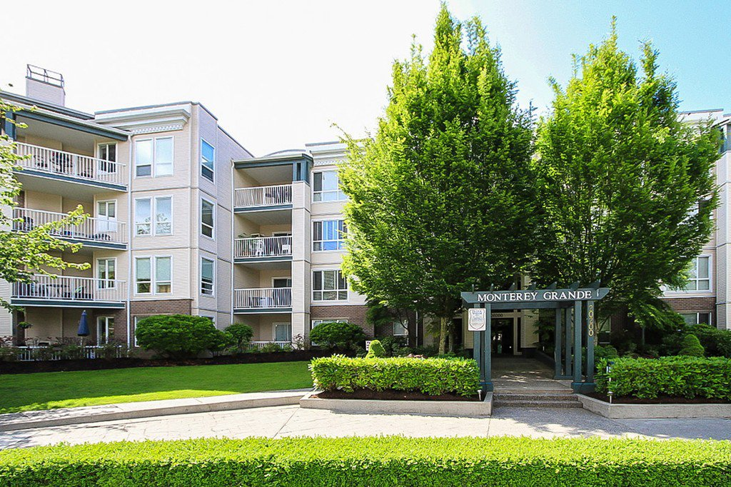 "Photo 3: Photos: 311 20200 54A Avenue in Langley: Langley City Condo for sale in ""MONTEREY GRANDE"" : MLS®# F1436676"