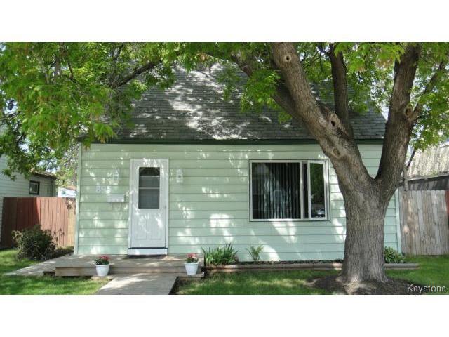 Main Photo: 895 McCalman Avenue in WINNIPEG: East Kildonan Residential for sale (North East Winnipeg)  : MLS®# 1513976