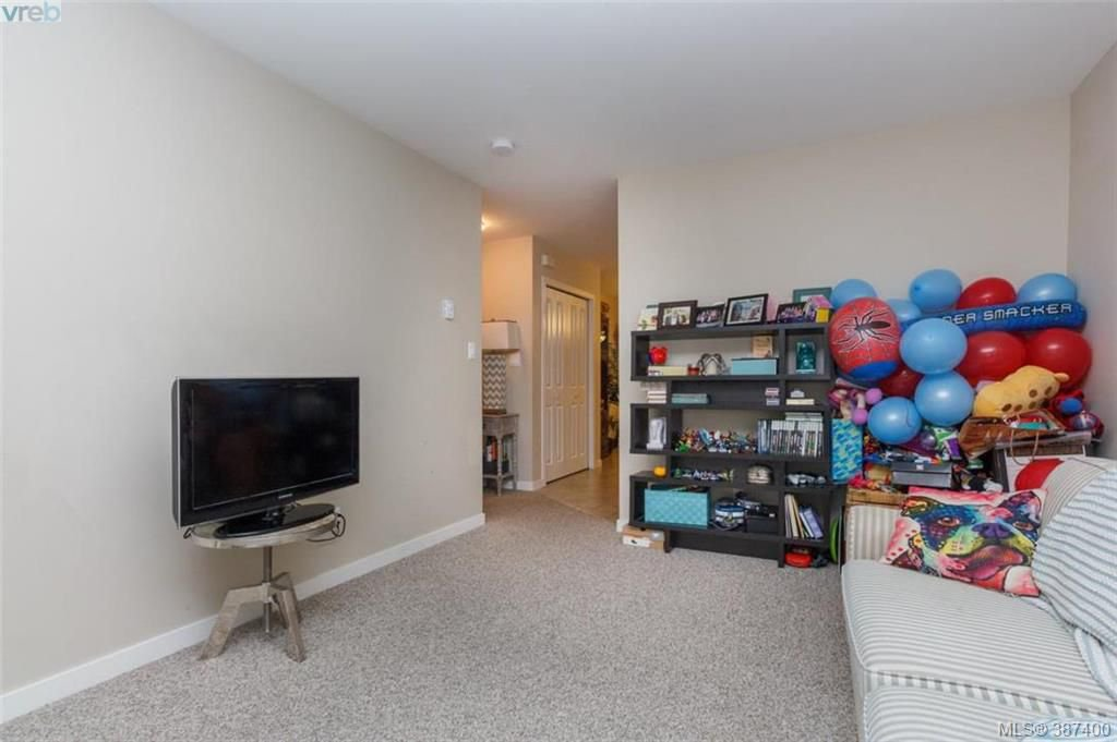 Photo 5: Photos: 106 2710 Peatt Rd in VICTORIA: La Langford Proper Row/Townhouse for sale (Langford)  : MLS®# 778444