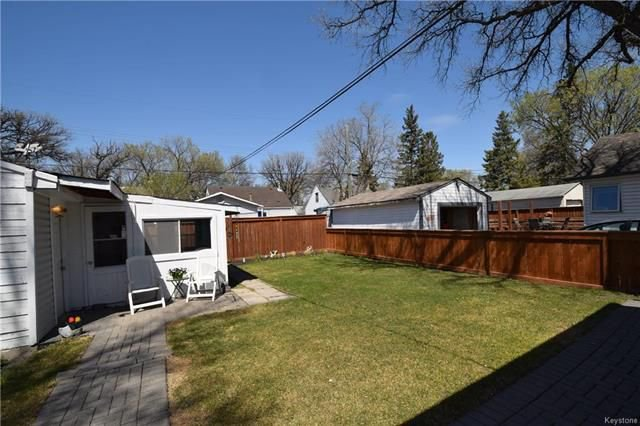 Photo 13: Photos: 19 Sherwood Place in Winnipeg: St Vital Residential for sale (2D)  : MLS®# 1812341