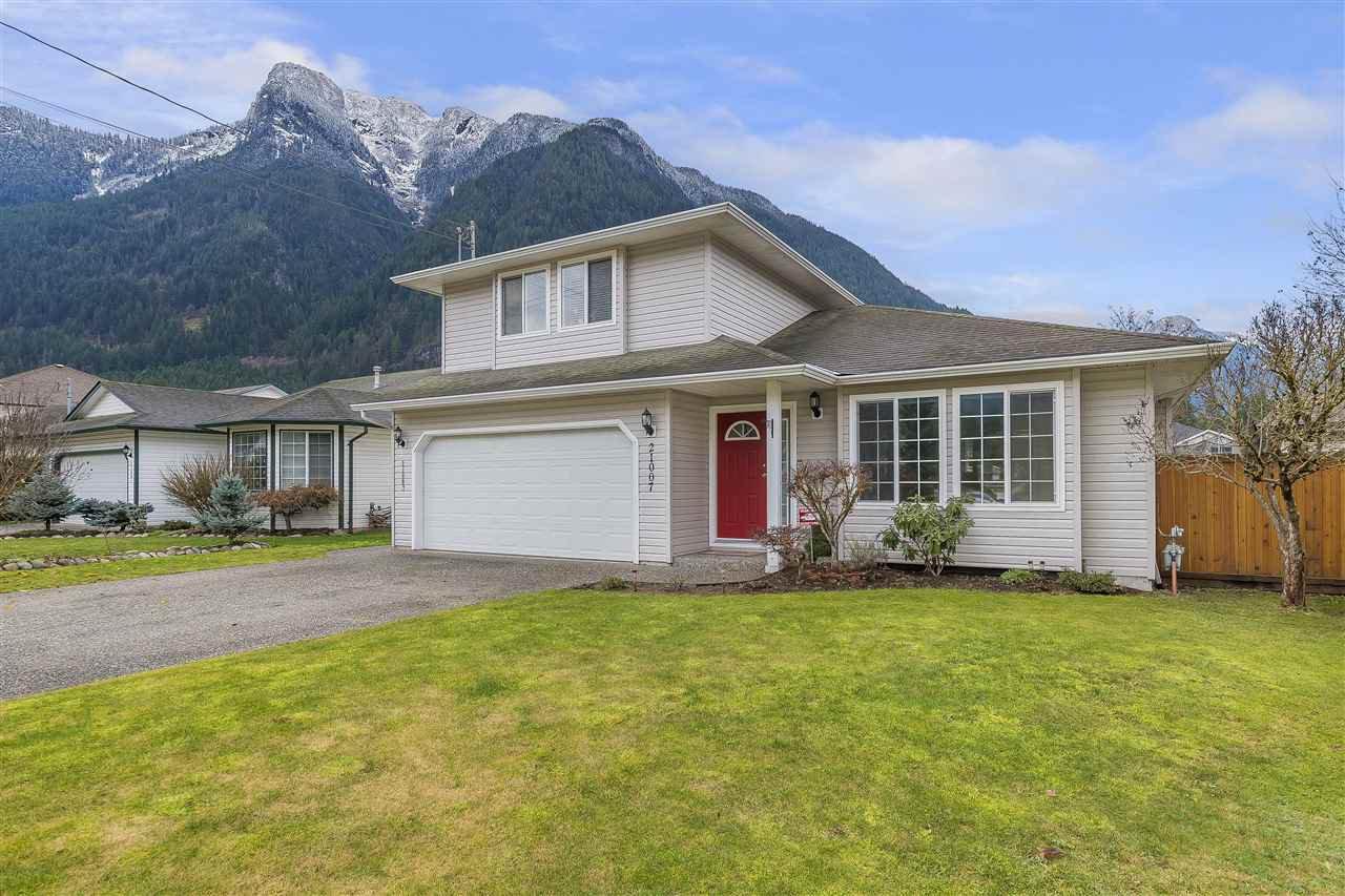 Main Photo: 21007 GREENWOOD Drive in Hope: Hope Kawkawa Lake House for sale : MLS®# R2326154