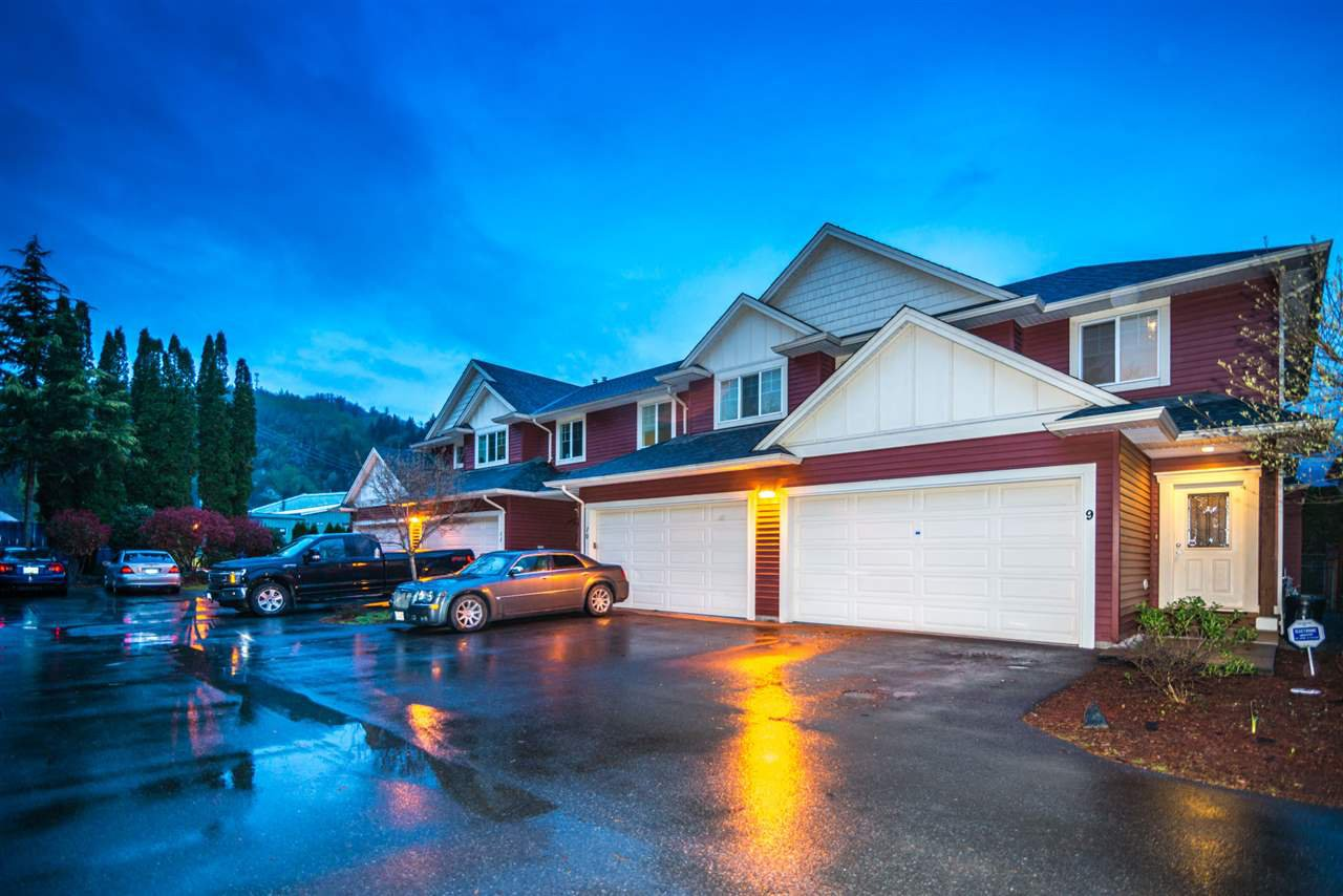 Main Photo: 9 7519 MORROW Road: Agassiz Townhouse for sale : MLS®# R2359025
