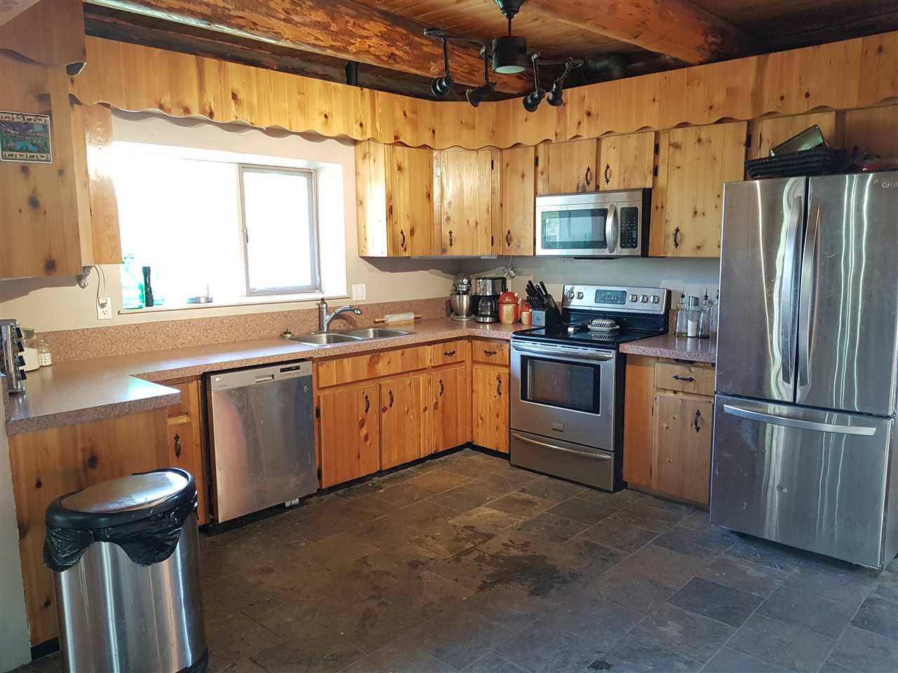 """Photo 2: Photos: 5615 COURVAL Road in Prince George: Buckhorn House for sale in """"BUCKHORN"""" (PG Rural South (Zone 78))  : MLS®# R2374346"""