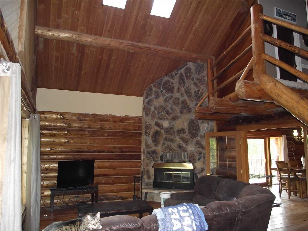 """Photo 6: Photos: 5615 COURVAL Road in Prince George: Buckhorn House for sale in """"BUCKHORN"""" (PG Rural South (Zone 78))  : MLS®# R2374346"""