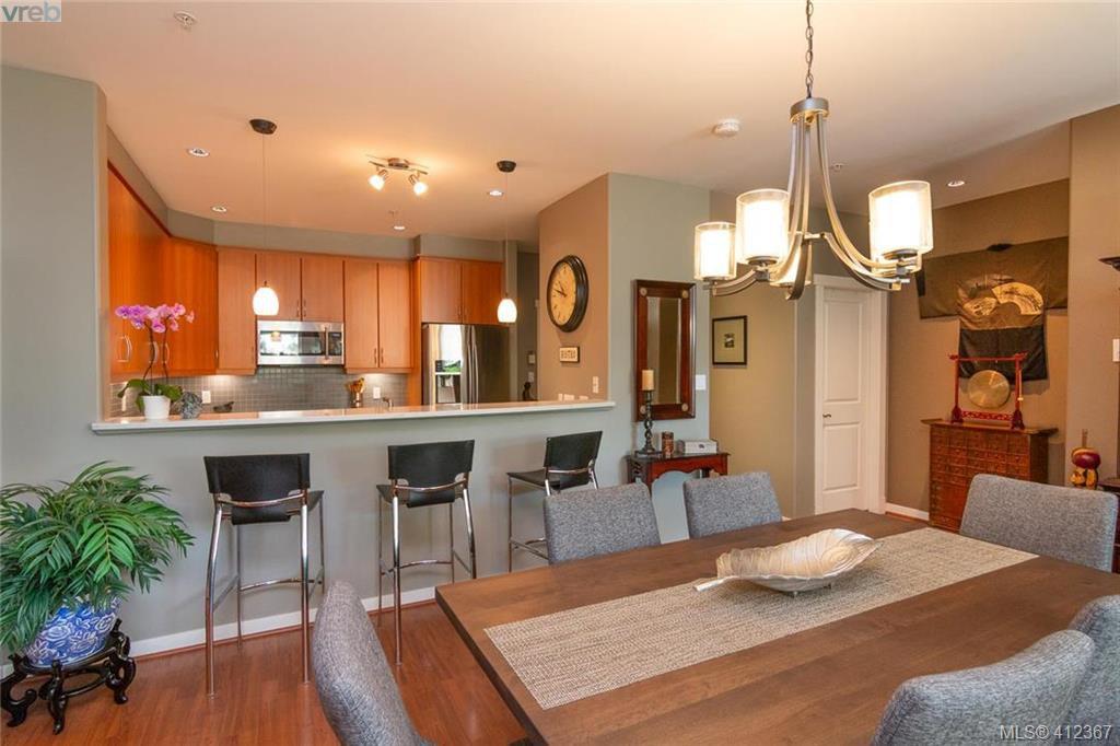 Main Photo: 106 330 Waterfront Cres in VICTORIA: Vi Rock Bay Condo Apartment for sale (Victoria)  : MLS®# 817678