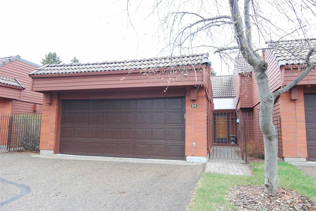 Main Photo: 24 500 LESSARD Drive in Edmonton: Zone 20 Townhouse for sale : MLS®# E4180259